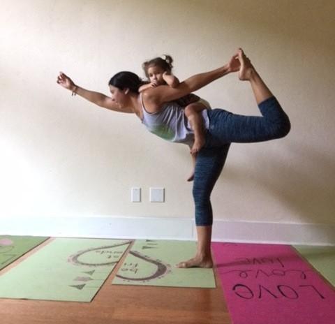 holly-yoga-tots